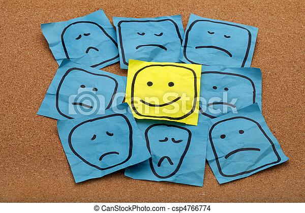 Un concepto de actitud positiva en el tablero de corchos - csp4766774