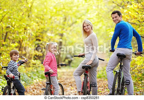 Familia activa - csp8350281