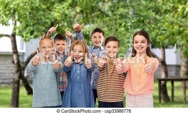 actuación, arriba, niños, pulgares, traspatio, encima, feliz - csp33986778