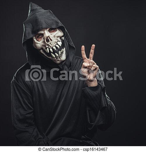 Esqueleto mostrando dos dedos - csp16143467