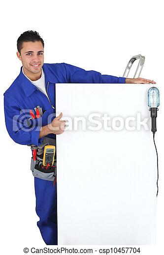 Electricista mostrando un panel - csp10457704