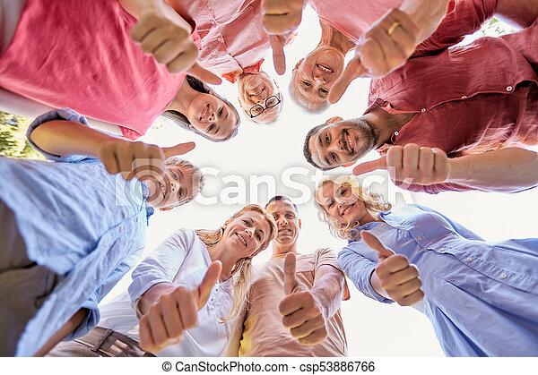 Familia feliz mostrando pulgares arriba - csp53886766