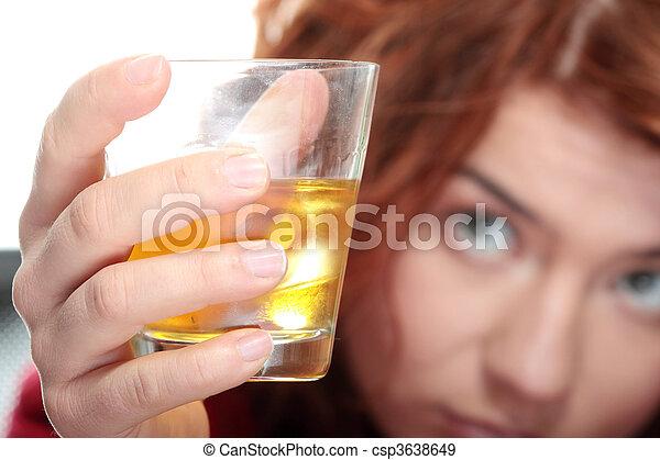 adicción, alcohol - csp3638649