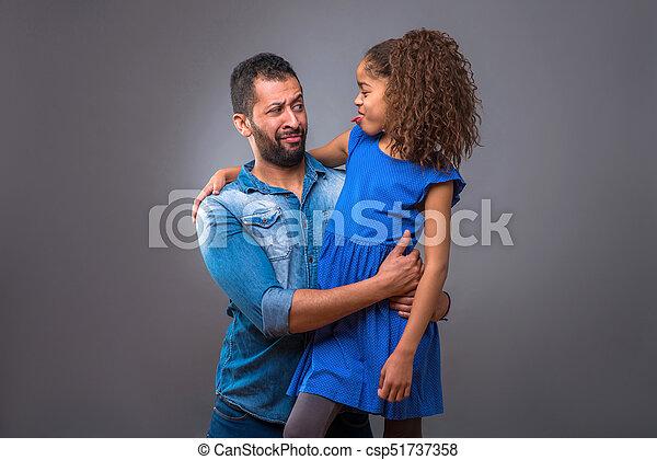 adolescent, sien, fille, père, jeune, étreindre, noir - csp51737358