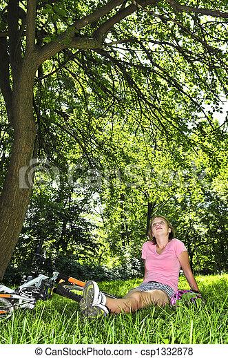 adolescent, vélo, elle, délassant, parc, girl - csp1332878