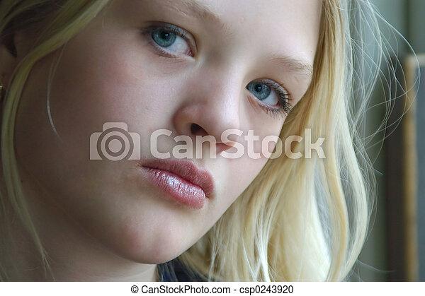 adolescente, enojado - csp0243920