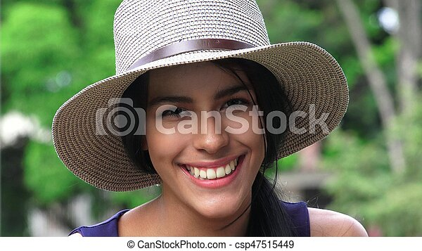 Lindas y felices chicas adolescentes - csp47515449