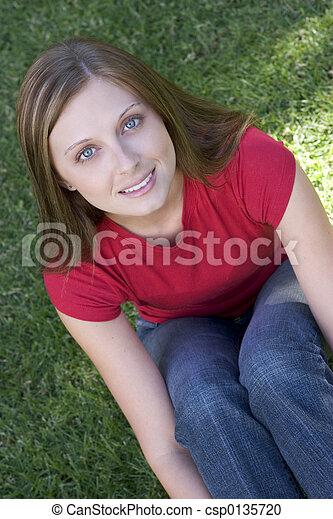 Chica adolescente - csp0135720