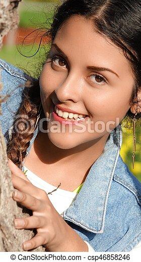Chica adolescente feliz - csp46858246