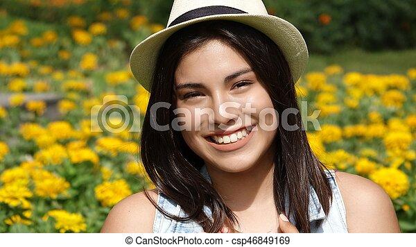 Chica adolescente feliz - csp46849169