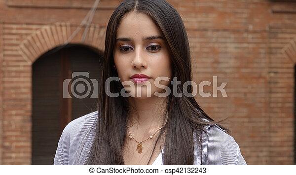 Una adolescente seria y sin emociones - csp42132243