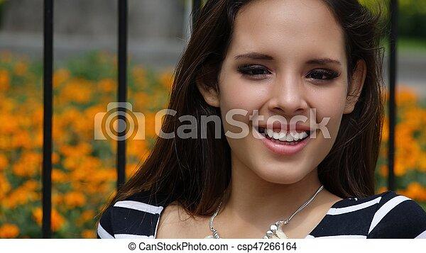 Joven adolescente feliz - csp47266164