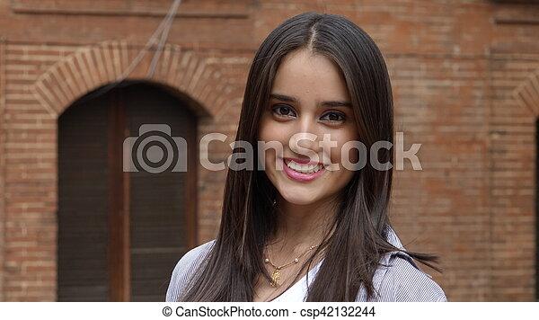 Feliz adolescente sonriente - csp42132244