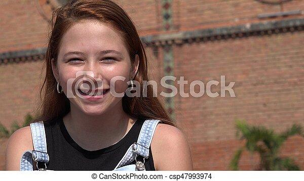 Feliz adolescente sonriente - csp47993974