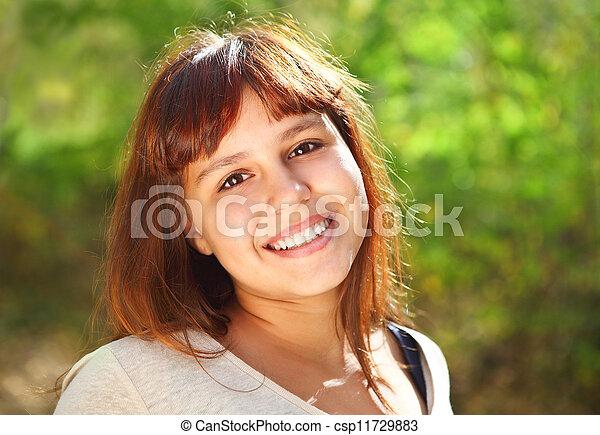 Feliz adolescente sonriente - csp11729883