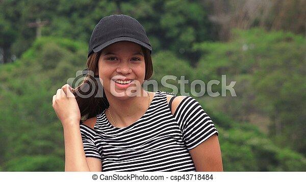 Feliz adolescente sonriente - csp43718484