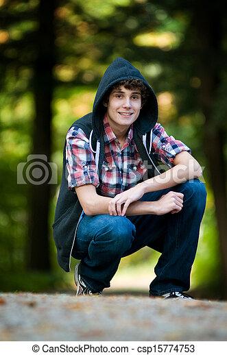 Un adolescente al aire libre - csp15774753