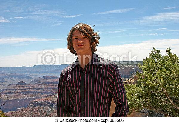 Chico adolescente cañón - csp0068506