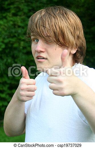 Un adolescente con doble pulgar arriba - csp19737029