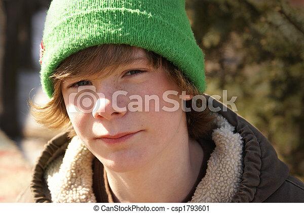 Un adolescente afuera - csp1793601