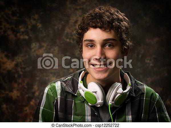 Retrato de un adolescente feliz - csp12252722