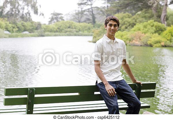 Chico adolescente - csp6425112