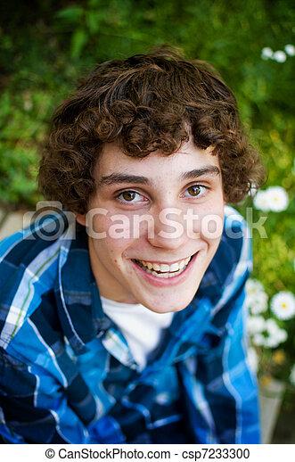 Hermoso adolescente - csp7233300