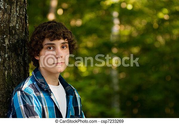 Hermoso adolescente - csp7233269