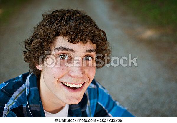 Hermoso adolescente - csp7233289