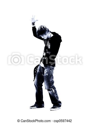 Chico adolescente con reproductor de MP3 - csp0597442