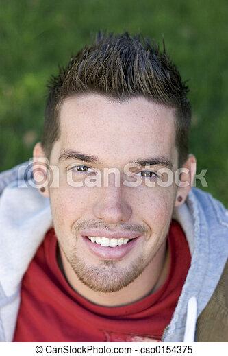 Una adolescente sonriente - csp0154375