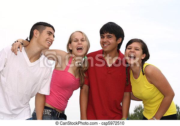 adolescentes, diverso, grupo, feliz - csp5972510