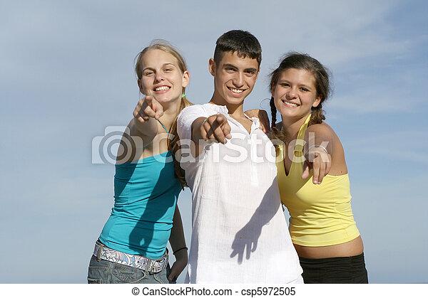 adolescentes, grupo, feliz - csp5972505