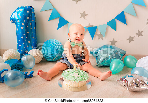 Sensational Adorable Baby Boy Celebrating His First Birthday Smash Cake Funny Birthday Cards Online Inifofree Goldxyz