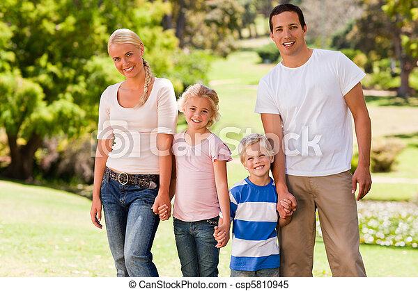 adorable, parque, familia  - csp5810945