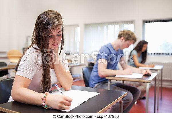 adultos, serio, joven, estudiar - csp7407956