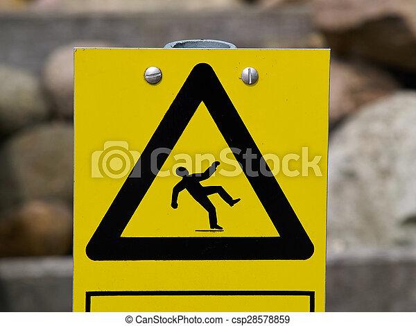 Señal de alerta superficie resbaladiza del suelo - csp28578859