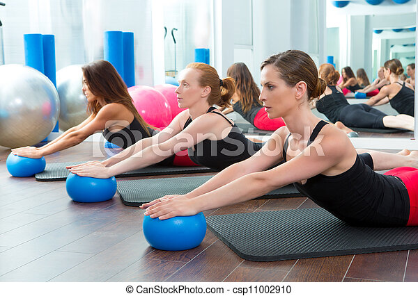 Aerobics pilates women with yoga balls - csp11002910