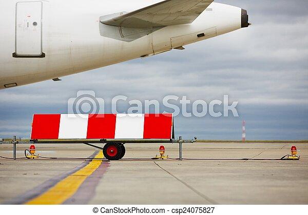 Aeropuerto - csp24075827