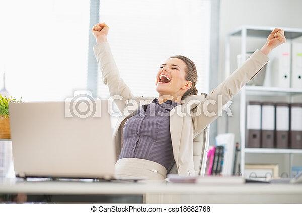 affaires femme, reussite, réjouir, bureau, portrait, heureux - csp18682768