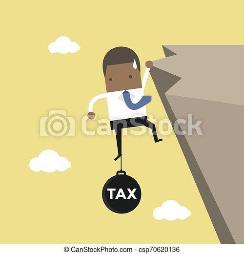 Los hombres de negocios africanos se esfuerzan en mantener el acantilado con una carga fiscal. - csp70620136