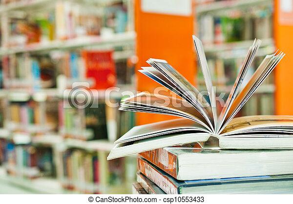 afsluiten, boek, geopend, bibliotheek, op - csp10553433