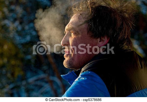 age moyen, homme, portrait - csp5378686