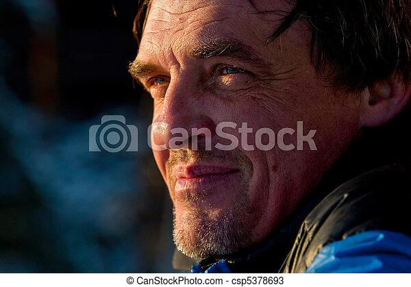 age moyen, homme, portrait - csp5378693