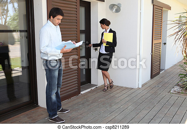 196237c9c801e0 agent immobilier, maison, femme, homme