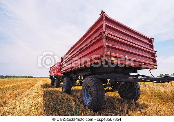 Un remolque agrícola - csp48567354