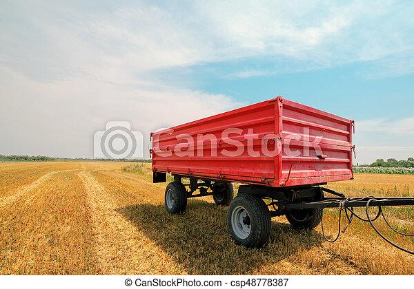 Un remolque agrícola - csp48778387
