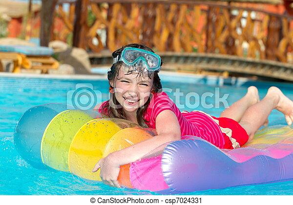 Chica sonriente en una balsa - csp7024331
