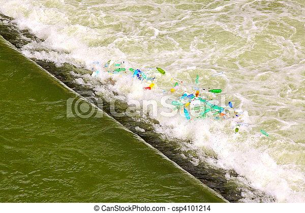 Cascada de agua verde - csp4101214