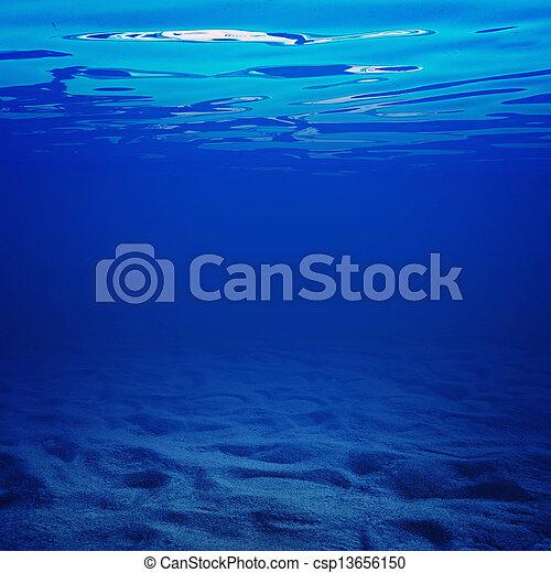 agua, debajo - csp13656150